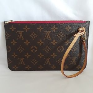 Louis Vuitton  Wristlet  Neverful Pivoene  Mm